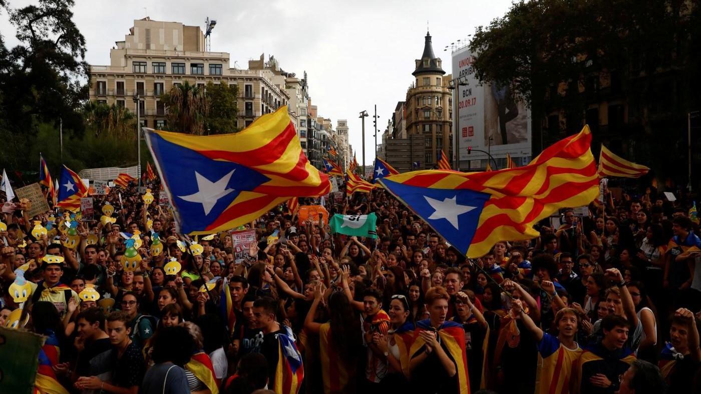 Referendum Catalogna, scontro Madrid-Barcellona: è caos sul voto di domenica