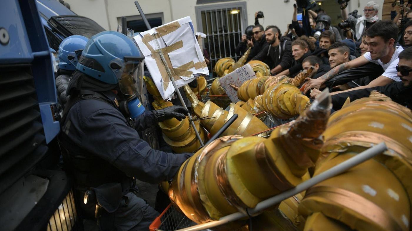 G7, scontri tra manifestanti e polizia: un fermo, tre identificati e diversi feriti