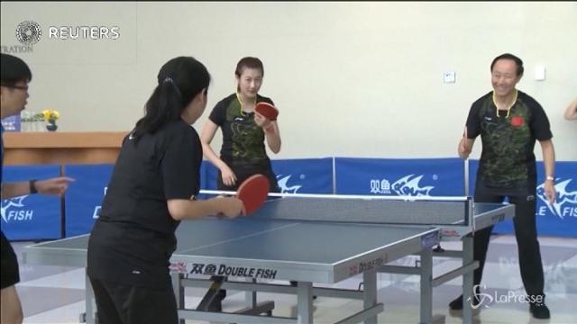 Sfida a ping-pong tra atleti cinesi e funzionari dell'ONU
