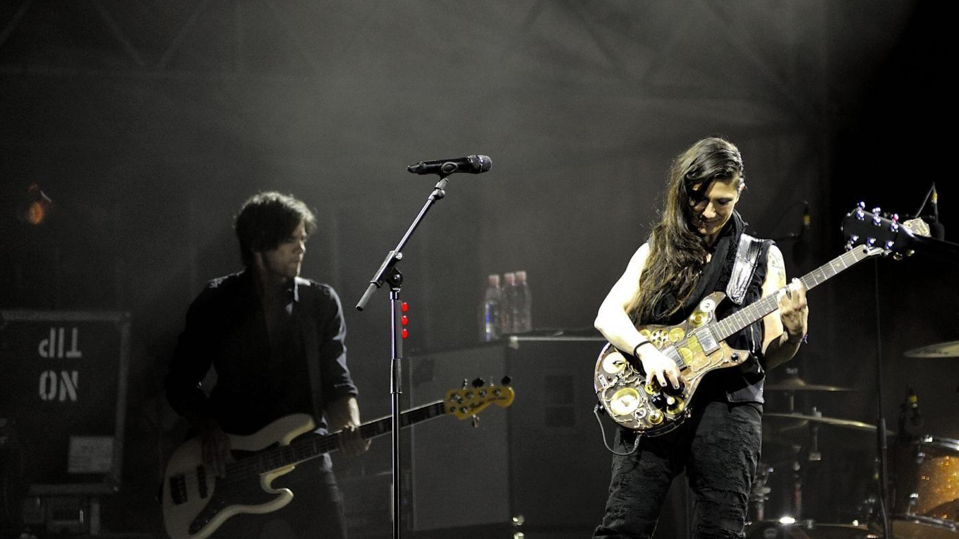 Torino, interrotto show Elisa a Ogr: spray urticante fra pubblico