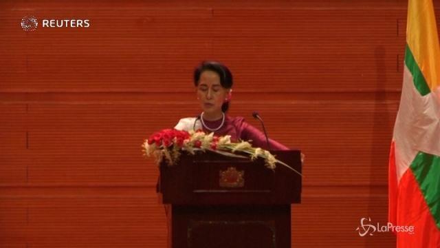 """Rohingya, Suu-Kyi minimizza: """"Abusi solo in pochi villaggi"""""""