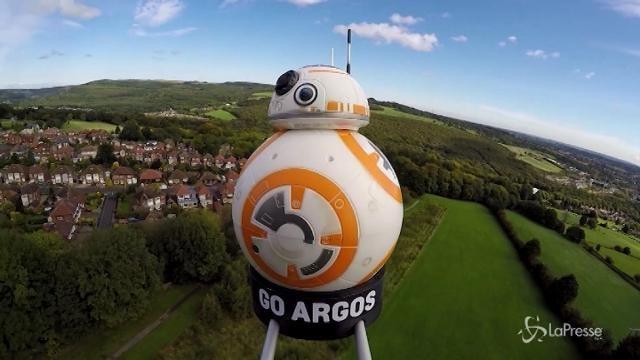 Il droide-giocattolo di Star Wars vola nello spazio