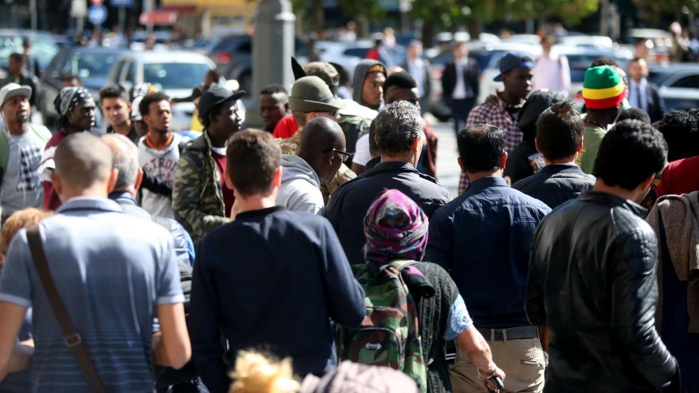 Genova, l'idea choc dell'assessore leghista: tassa di soggiorno sui migranti