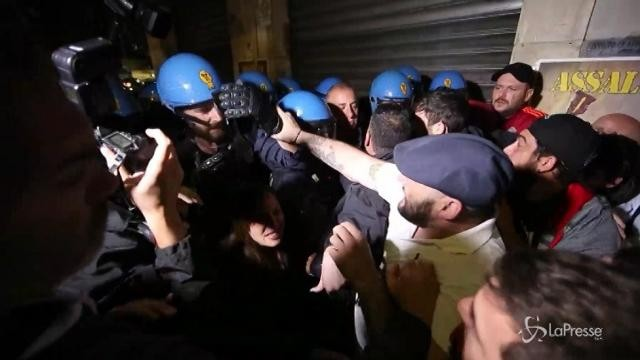 Tensione a Roma tra polizia e Forza Nuova