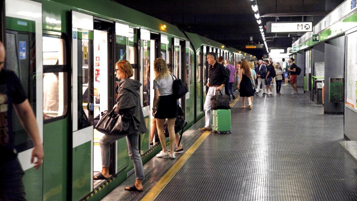 Milano, deraglia la metro verde. Nessun ferito, 400 evacuati
