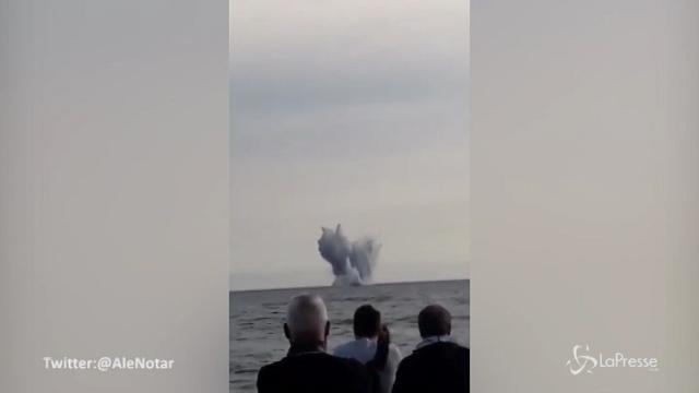 VIDEO Aereo militare cade in mare a Terracina
