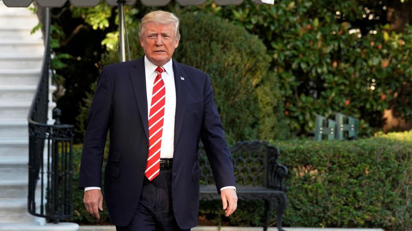 """Trump pronto a smantellare il piano anti-emissioni di Obama: """"Guerra a carbone finita"""""""