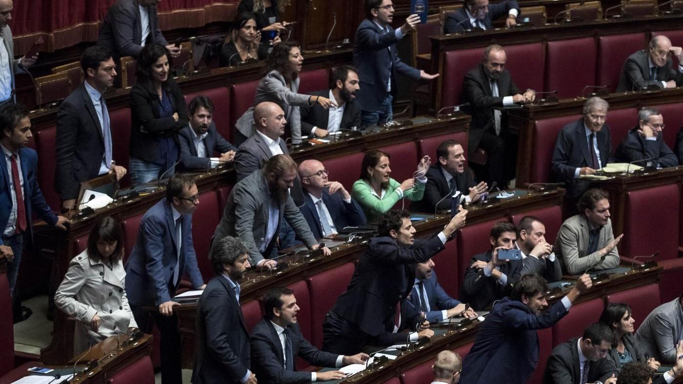 """Legge elettorale, il governo pone la fiducia. M5S: """"Da domani due giorni in piazza"""""""