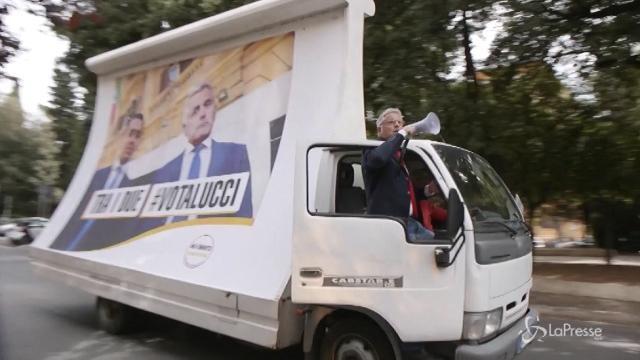 Enrico Lucci 'candidato premier' lancia la nuova stagione di Nemo