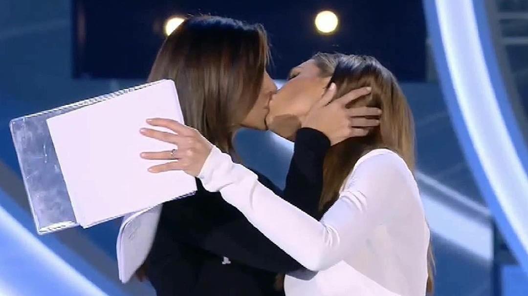 Belen, Ilary e la tv: la banalizzazione del bacio