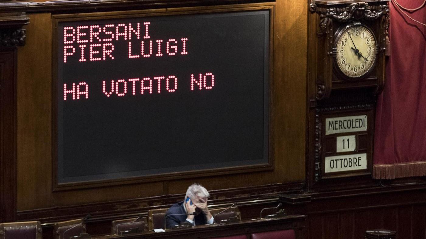 """Rosatellum, governo incassa la prima fiducia. Di Battista: """"Solo Mussolini fece una cosa simile"""""""