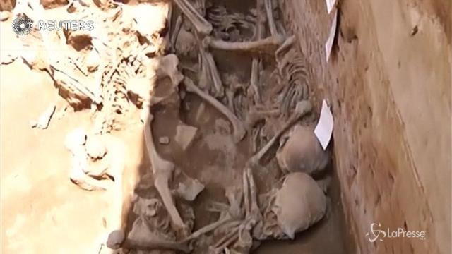 Perù, scoperto un cimitero millenario con nove vittime sacrificali