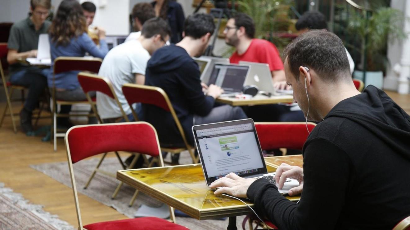 Cresce lo smart working in Italia: 305mila lavoratori agili, +14%
