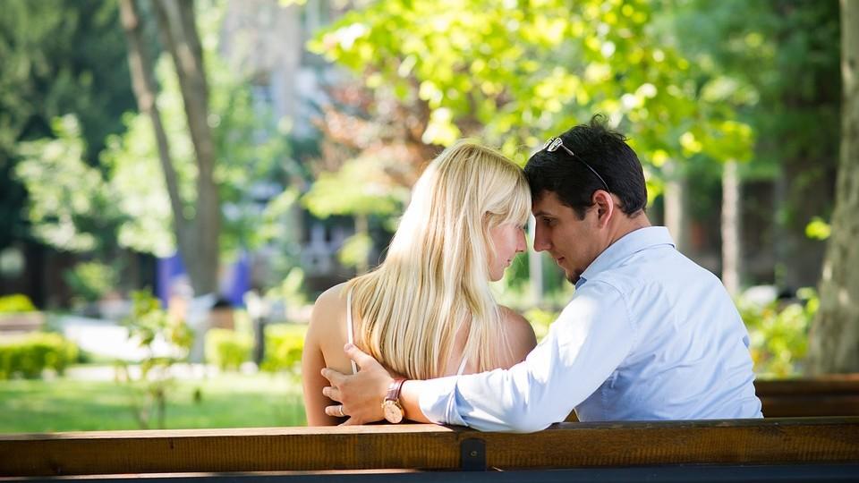 L'oroscopo di sabato 14 ottobre: Gemelli, quei problemi in amore si risolveranno