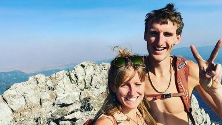 Usa, coppia di alpinisti travolta da una valanga: lei muore, lui si toglie la vita