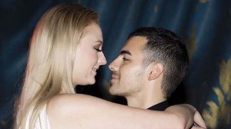 Sansa Stark promessa sposa: l'attrice ha detto sì a Joe Jonas