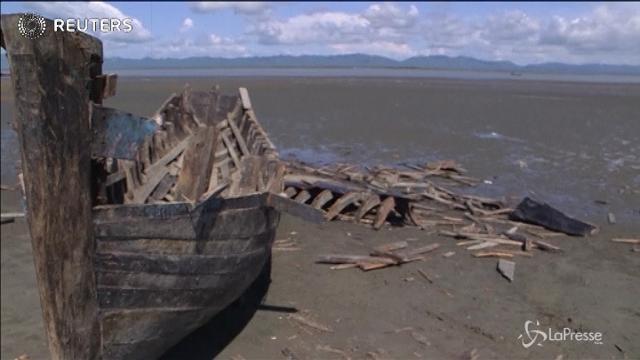 Bangladesh, distrutte barche degli scafisti che trasportano i Rohingya