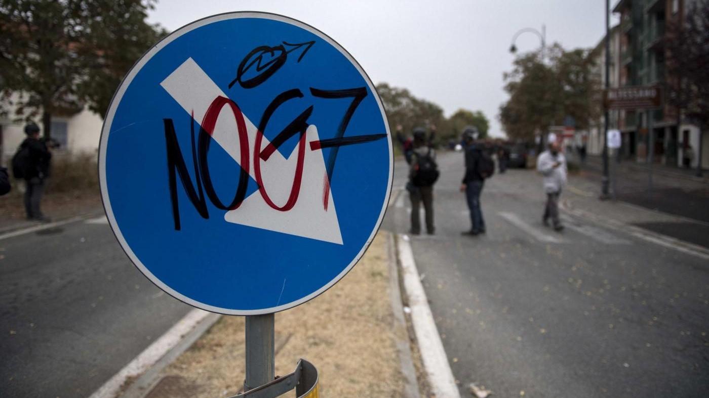 'No G7 per un mondo senza confini', il corteo degli antagonisti a Ischia