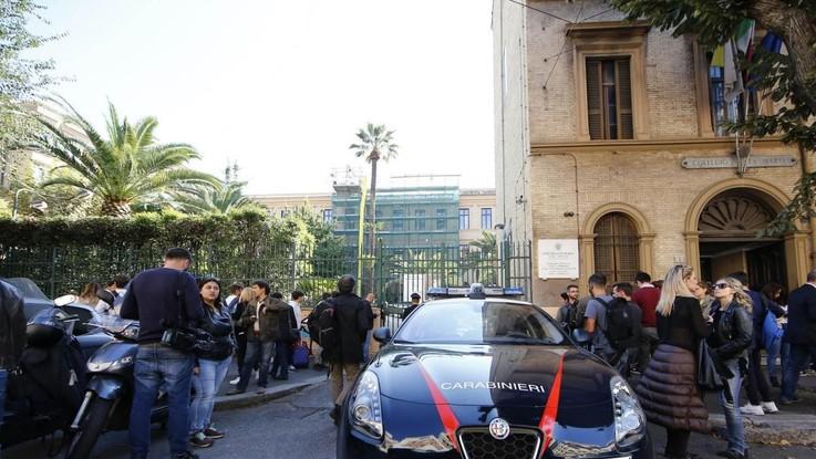 Roma 13enne si butta dalla finestra a scuola e muore - Si butta dalla finestra milano ...