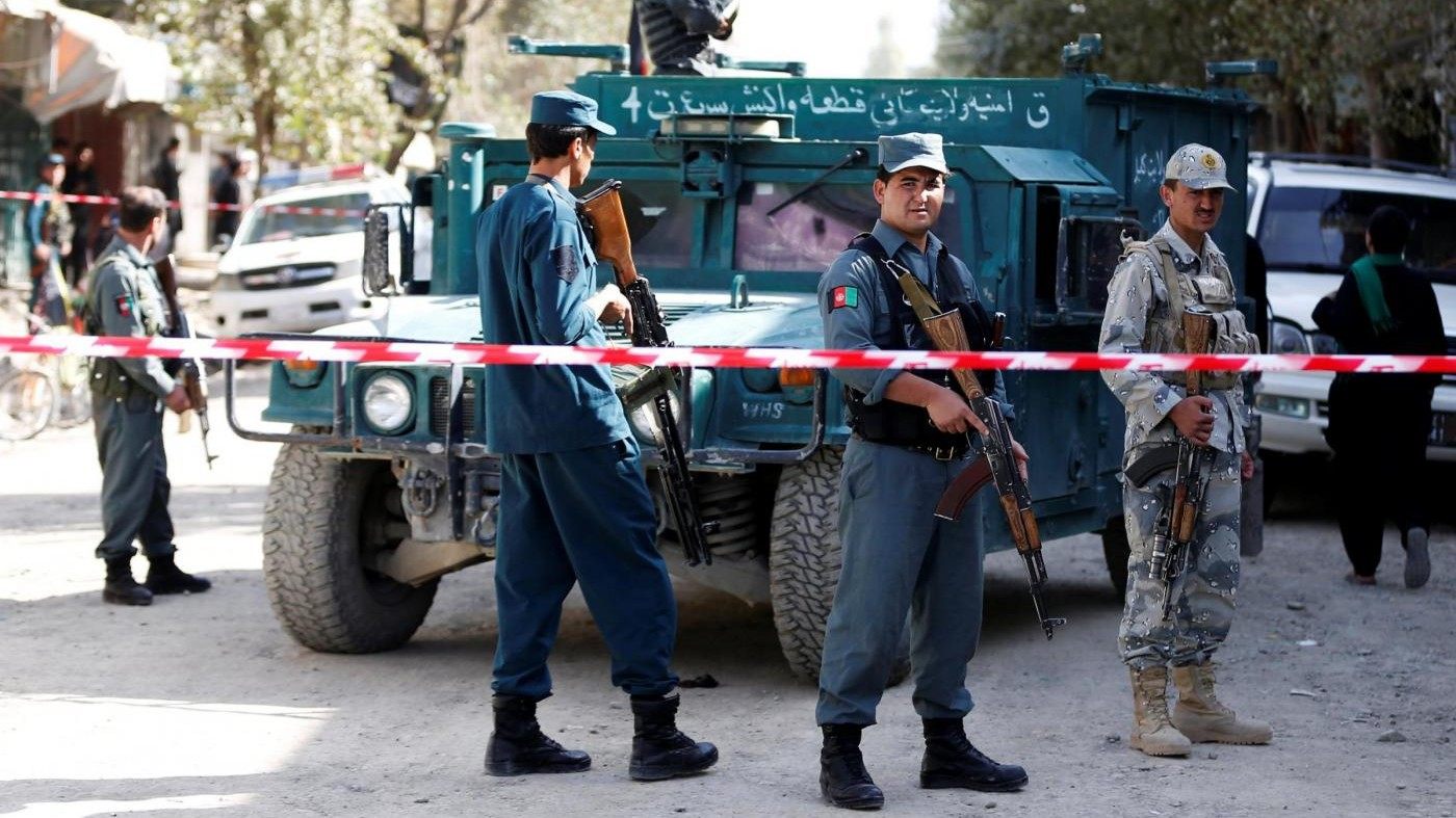 Afghanistan, attacchi kamikaze in due moschee: 50 morti
