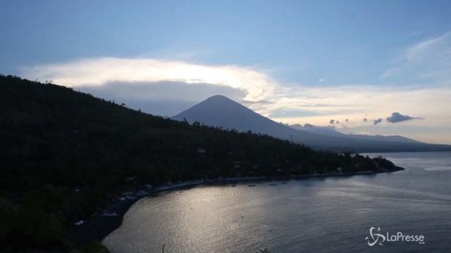 Indonesia, in prima fila per l'eruzione del vulcano Agung