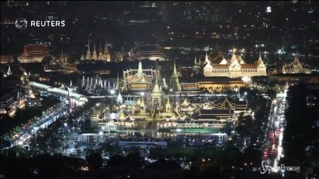"""Thailandia, un """"paradiso terrestre"""" per il funerale del re"""