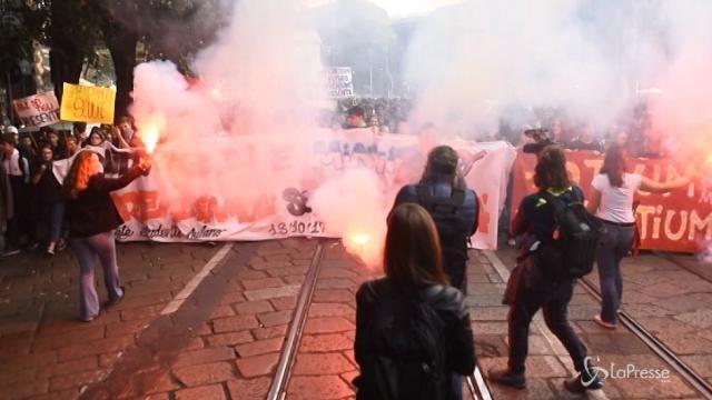 Studenti in piazza contro l'alternanza scuola-lavoro