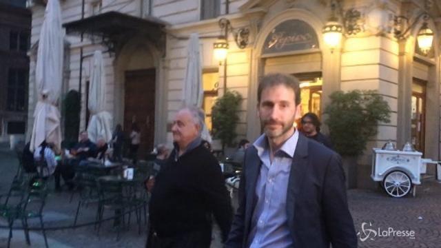 VIDEO Torino, l'evento in ricordo di Dario Fo: Davide Casaleggio non risponde ai giornalisti