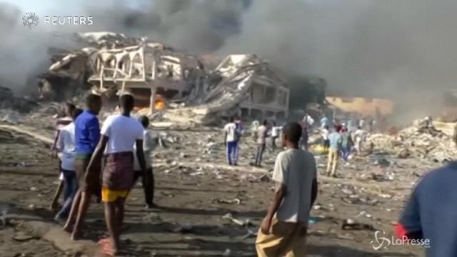 VIDEO Somalia, due auto-bomba a Mogadiscio: almeno 30 morti