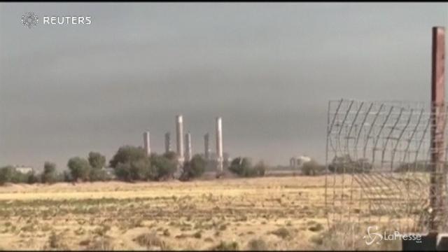 L'esercito iracheno occupa una raffineria e la sede di una compagnia petrolifera