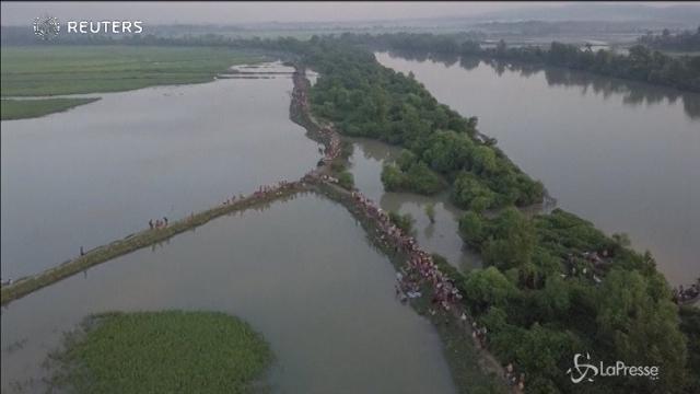 Il drone riprende la fuga dei Rohingya verso il Bangladesh