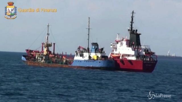Gasolio rubato in Libia e rivenduto in Italia, arresti