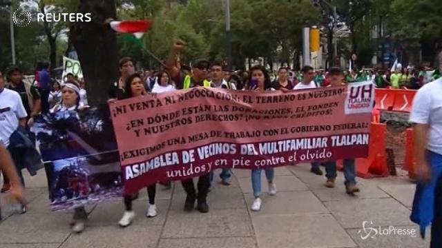 Messico, manifestazione in piazza a favore della ricostruzione