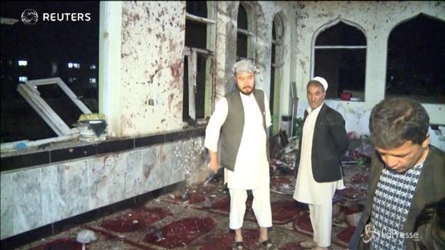 Kabul, Isis rivendica attacco a moschea