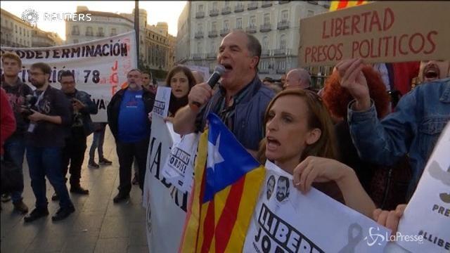 Spagna, in piazza a Madrid per sostenere la Catalogna