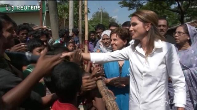 Rania di Giordania tra i profughi Rohingya