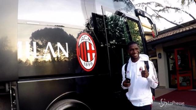 Il Milan in partenza per Verona