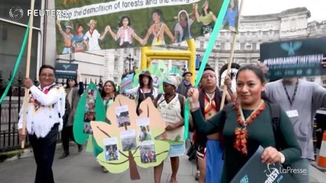 I leader indigeni a Londra contro il cambiamento climatico