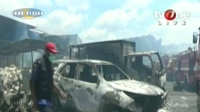 Indonesia, esplode fabbrica di fuochi d'artificio