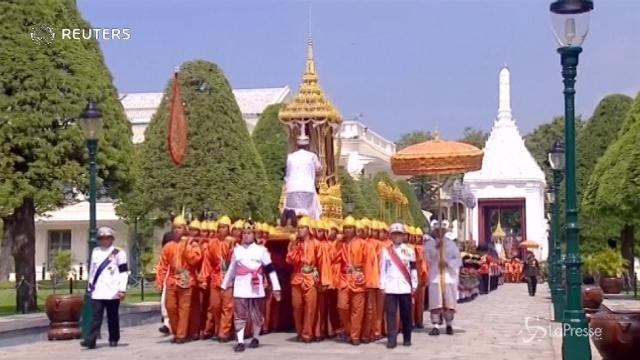 Thailandia, il re Bhumibol Adulyadej è stato cremato