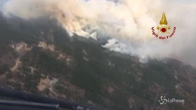 Piemonte: i canadair all'opera per domare gli incendi