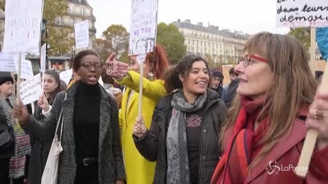 A Parigi donne in piazza contro gli abusi sessuali