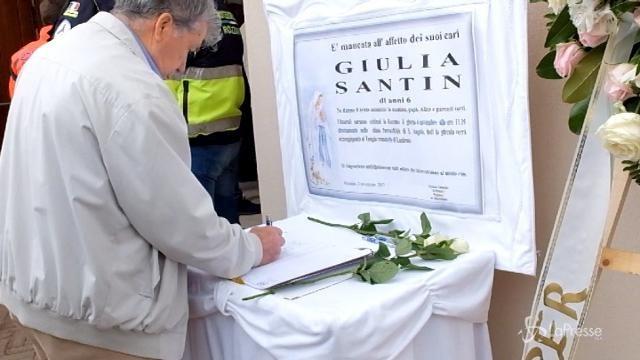 Rozzano: i funerali della piccola Giulia morta di meningite