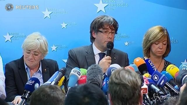 Catalogna, Puigdemont si consegna alla polizia belga