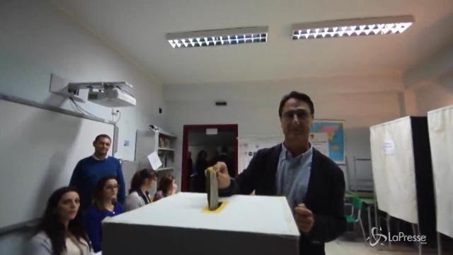 Sicilia, il candidato Claudio Fava vota alla regionali