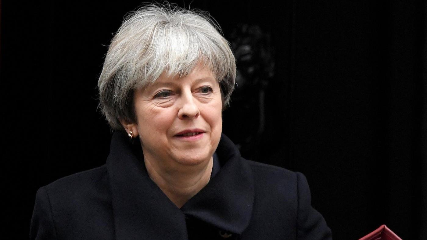 """Brexit, accordo tra Ue e Gb. Juncker: """"Un'intesa equa"""". May: """"Miglioramento significativo"""""""