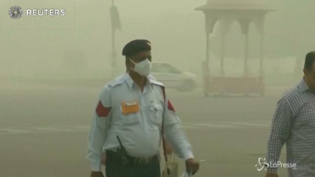Lo smog avvelena Nuova Delhi