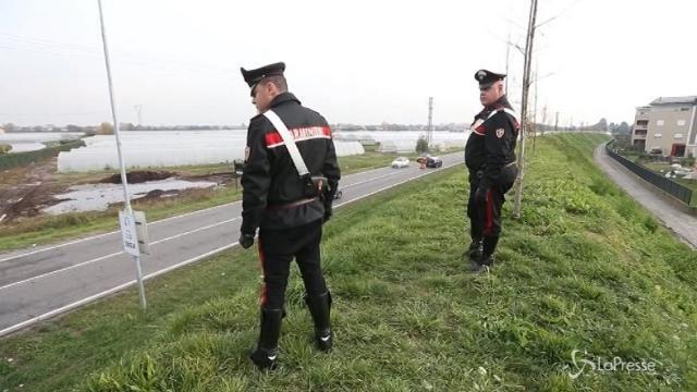 Milano, sasso contro auto: è caccia al responsabile
