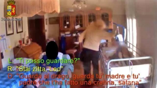 Livorno, botte e sputi ad anziana: badante allontanata