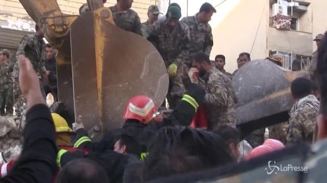 Iran, Rouhani visita le zone colpite dal sisma